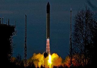 ロコットロケット、軍事衛星3機...