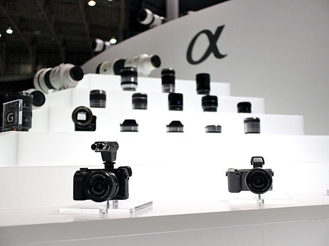 ソニー、世界初フルサイズミラーレス一眼カメラを発売 | 財経新聞
