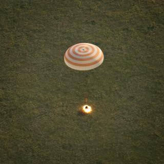 ソユーズTMA-15M宇宙船、国際 ...