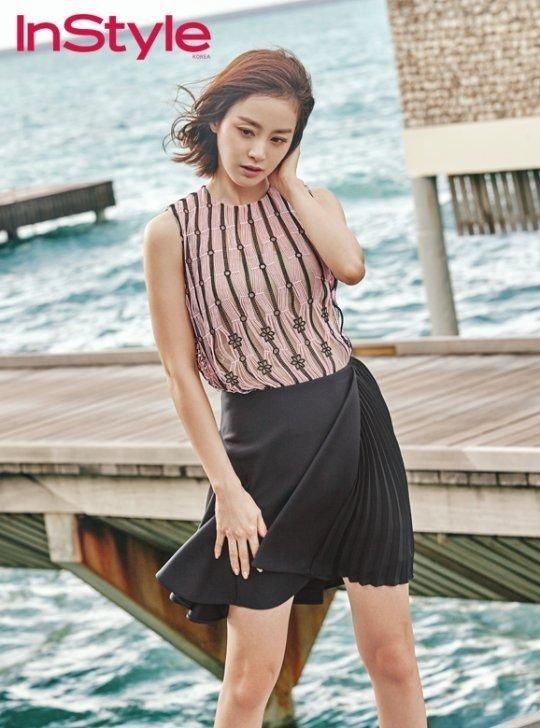 女優キム・テヒがモルディブで撮影したファッショングラビアを公開し、視線