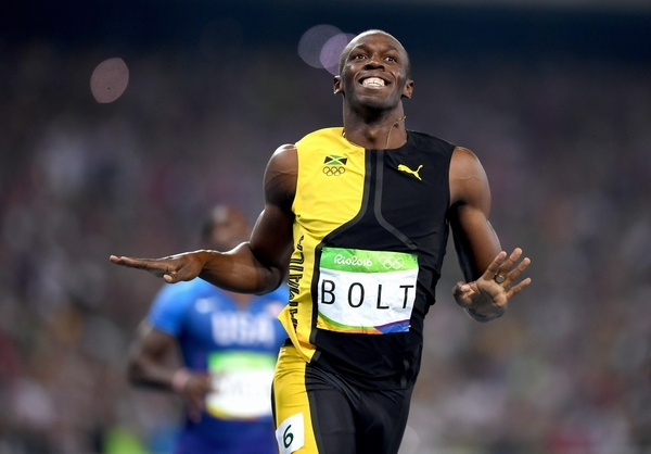 リオデジャネイロオリンピックの陸上・男子100m決勝で1位となり、笑顔を見せるボルト。(Photo by Shaun Botterill/Getty Images)