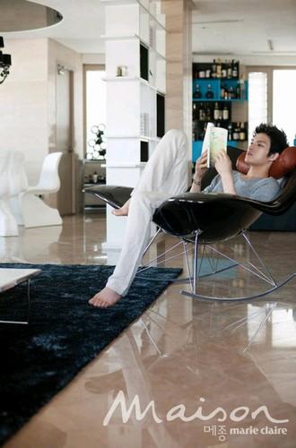 写真]JYJ キム・ジェジュン、インテリア雑誌『メゾン』でセンス