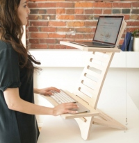 「HumbleWorks Standing Desk」(DISCOVERの発表資料より)