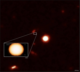 X線による観測の様子。(c) X-ray: NASA/CXC/Uni. of Science and Technology of China/Y. Xue et al; Optical: NASA/STScI